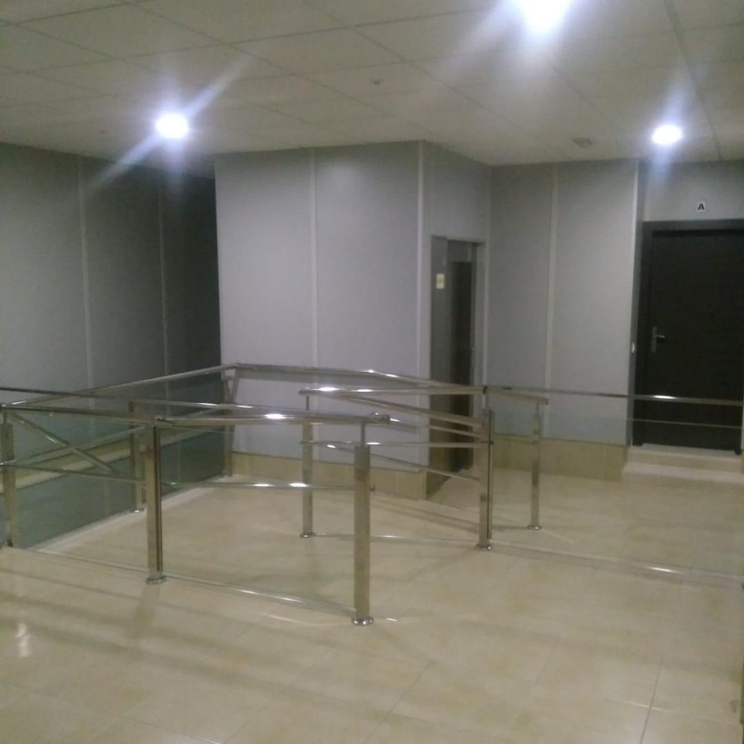instalaciones_oficinas_alquiler_posamanos_ascensor